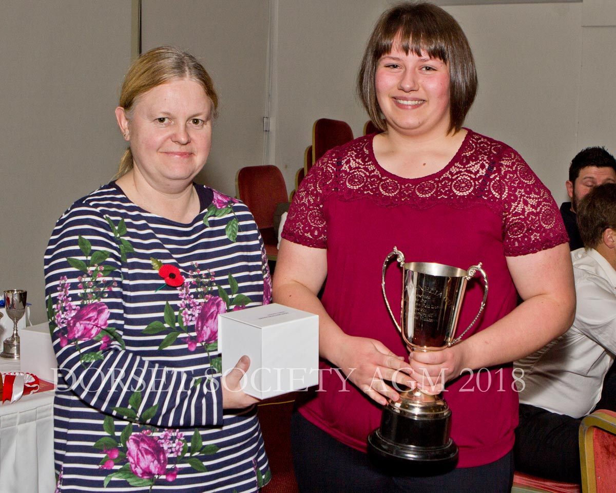 Rhiannon Richards presenting Maria Odgers with the David Matthew Trophy for the most enterprising young breeder