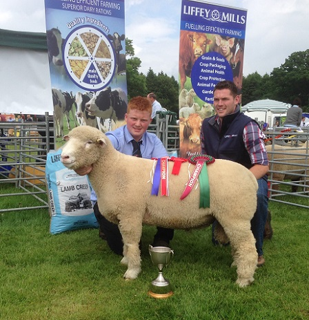 Shane Wilson (left) with his Ram Lamb, winner of the inaugural Ulster Dorset Championship, and Kevin Egan (right), representative from Sponsors, Liffey Mills