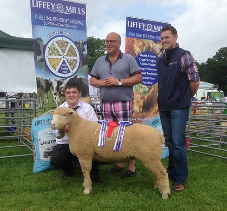 Raymond Hill (middle), handler Samuel Caldwell, (left), with the Reserve Champion and Kevin Egan, representative from Sponsors, Liffey Mills