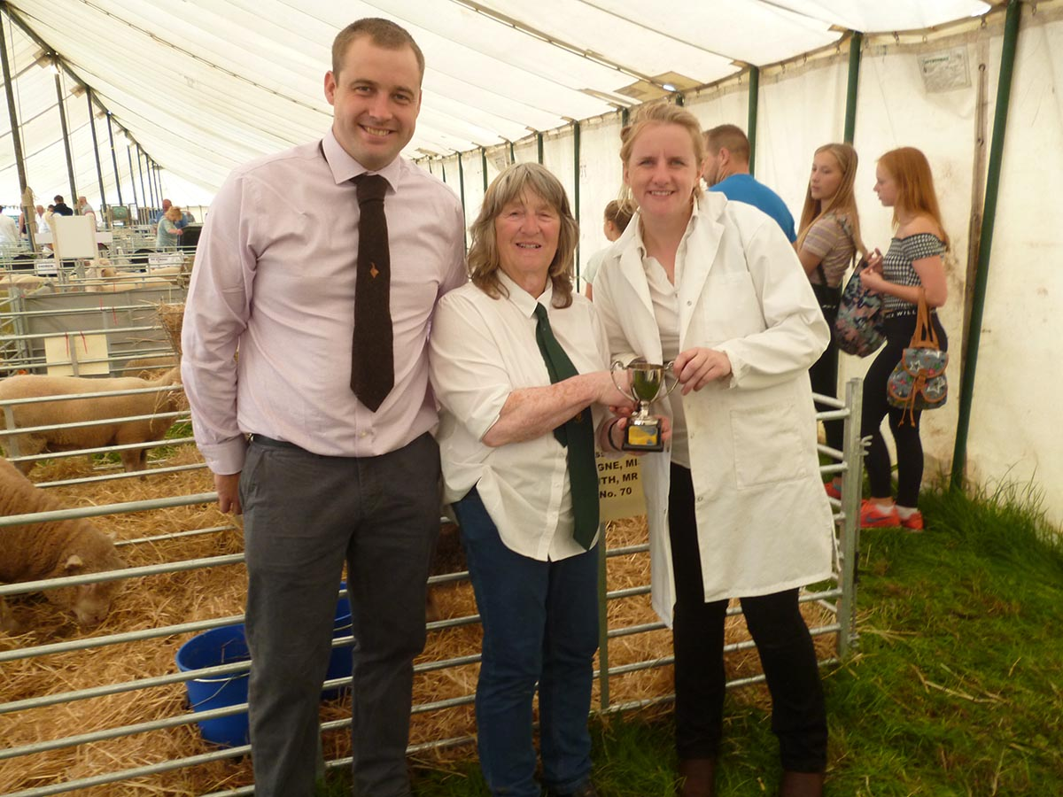 Sue Elsworth presenting the Sue Elsworth Perpetual Challenge Cup to Emily Gascgoigne & Adam Smith for the Champion Local Exhibit